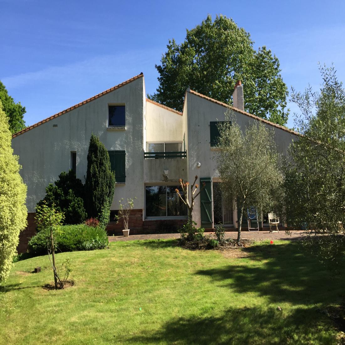 Vente Veritable Maison D Architecte 300 M2 Habitable Sur Terrain De 2133 M2